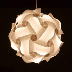 Papierlampen mit Puzzle-Muster